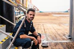 Marine Deck Officer ou companheiro principal na plataforma da embarcação ou do navio fotos de stock