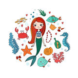 Marine Illustrations Set Liten gullig tecknad filmsjöjungfru, rolig fisk, sjöstjärna, flaska med en anmärkning, alger, olika skal Arkivbilder