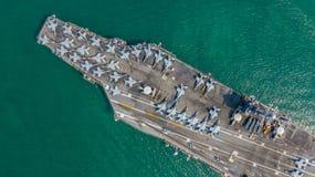 Marine Kernvliegdekschip, Militaire van de de drager volledige lading van het marineschip de vechters straalvliegtuigen, Satellie royalty-vrije stock foto's