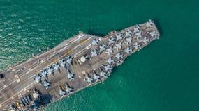 Marine Kernvliegdekschip, Militaire van de de drager volledige lading van het marineschip de vechters straalvliegtuigen, Satellie royalty-vrije stock afbeeldingen