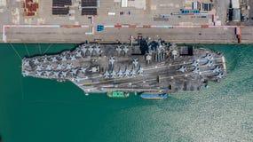 Marine Kernvliegdekschip, Militaire van de de drager volledige lading van het marineschip de vechters straalvliegtuigen, Satellie stock foto