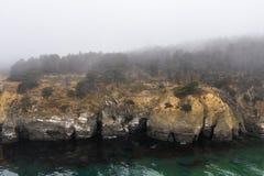 Marine Layer e Rocky Northern California Coastline fotografia stock libera da diritti