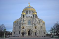 Marine Nicholas Cathedral i Kronstadt i vinter Royaltyfria Foton