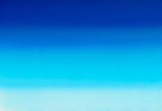 Marine- oder Marineblauaquarellsteigungs-Füllehintergrund Watercolourflecke Zusammenfassung gemalte Schablone mit glatter undeutl Stockfotos