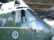 Marine One helikopter som används av presidenten Lyndon B Johnson på det Ronald Reagan arkivet i Simi Valley Royaltyfri Foto