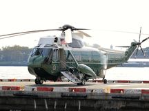 Marine One VH-3D sur l'héliport de Wall Street Photos stock