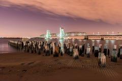 Marine Parkway-Gil Hodges Memorial Bridge på natten Royaltyfria Bilder