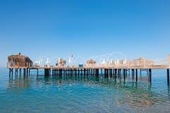 Marine-Pier mit Pergolas stockbilder