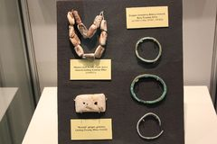 Marine shell chain and copper bracelet of hopewell culture displayed at Fort Ancient Museum Stock Images