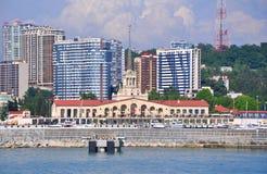 Marine Station en nieuwe gebouwen Sotchi Rusland Stock Afbeeldingen