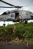 Marine versiegelt Fastroping Lizenzfreie Stockfotos