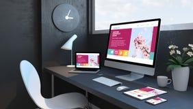 Marineblauarbeitsplatz mit ehrfürchtiger entgegenkommender Entwurfswebsite der entgegenkommenden Geräte lizenzfreie abbildung