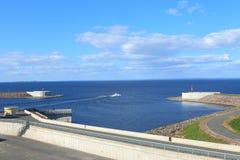 Marinelandschaft mit einer Verdammung lizenzfreie stockfotos
