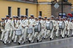 Marinemilitärkapelle auf dem Marsch Lizenzfreies Stockfoto
