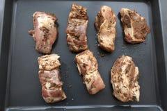 Marinerade grisköttstöd Arkivbilder