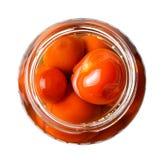 Marinerade körsbärsröda tomater i en exponeringsglaskrus ovanför sikt Vit isolerad bakgrund fotografering för bildbyråer