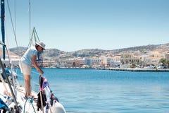 Marinero en Grecia foto de archivo