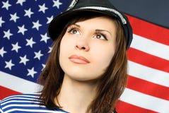 Marinero hermoso cerca del indicador americano Fotos de archivo
