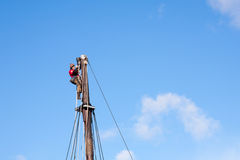 Marinero Seaman Workman Top Mast Rigging Job Horizontal peligroso Foto de archivo