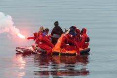 Marineros en un bote salvavidas de la emergencia Imagen de archivo libre de regalías