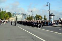 Marinheiros novos o 1º de setembro em St Petersburg Imagens de Stock