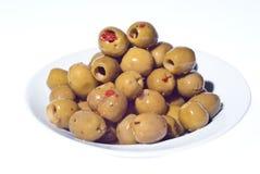 Marinierte grüne Oliven in der Schüssel Stockfotografie