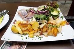 Marinierte Heringe mit Kartoffeln Stockbilder
