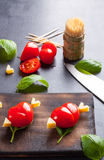 Marinierte Leiste mit dem Tomatenherzen geformt Stockbild