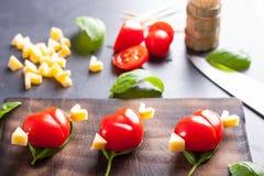 Marinierte Leiste mit dem Tomatenherzen geformt Stockbilder