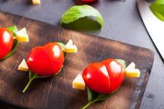 Marinierte Leiste mit dem Tomatenherzen geformt Stockfotos
