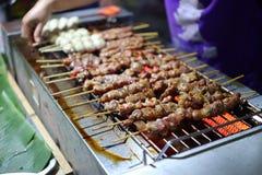 Marinierte Schweinefleischsoße, gegrillt auf einem heißen Ofen stockbilder