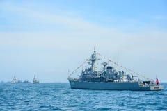 Marinkrigsskeppspring på havet i internationell hastig granskningdrillborr Arkivbilder