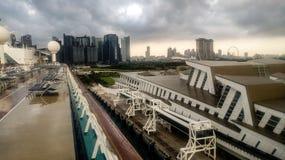 Marino de los mares atracados en Marina Bay Cruise Center imágenes de archivo libres de regalías