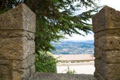 marino san Взгляд к долине повсеместно в камни красивейший взгляд Стоковое Изображение