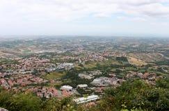 marino san Городок на взгляде предпосылки голубого неба горизонтальном Стоковые Фото