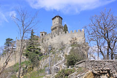 marino san Sanmarinsk slott (fästningen av Guaita) Arkivbilder
