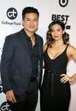 Mario Lopez und Courtney Laine Mazza stockbilder