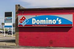 Marion - Circa April 2017: Restaurang för måltid för avhämtning för pizza för dominobricka` s Dominobricka` s är 97% som koncessi Royaltyfri Fotografi