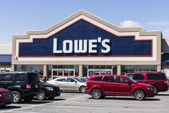 Marion - circa im April 2017: Lowe-` s Heimwerken-Lager Lowe-` s lässt Kleinheimwerken- und Gerätespeicher VI laufen Stockfotos