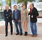 Marion Cotillard y Fabrizio Rongione y Jean-Pierre Dardenne y Luc Dardenne Fotos de archivo libres de regalías