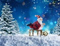 Marionet Santa Claus op sneeuw Stock Afbeelding