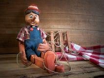 marionet van hout wordt gemaakt dat Royalty-vrije Stock Afbeeldingen