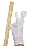 Marioneta del finger que lleva a cabo regla de madera Fotografía de archivo libre de regalías
