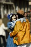 Marionetas en la calle imagenes de archivo