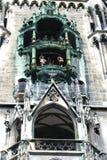 Marionetten in Marienplatz-Kathedrale Stockfotografie