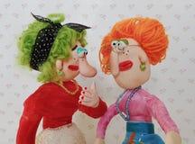 Marionettenfreunde sprechen zusammen Stockfotos