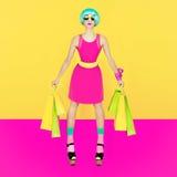 Marionettenmädchen, verrücktes Einkaufen Stockfoto