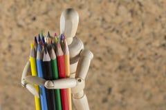 Marionnette en bois avec des crayons Images stock