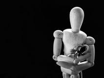 Marionnette en bois de la vie et coeur toujours rose Photos libres de droits