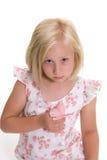 Mariposa de la explotación agrícola de la niña en su mano Foto de archivo libre de regalías
